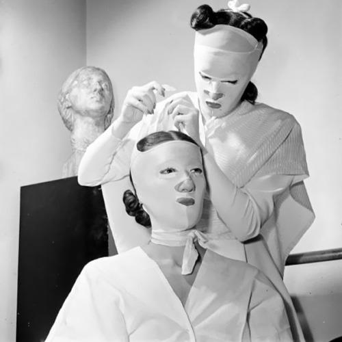 Roccioletti - Trattamento di bellezza, Helena Rubinstein's Salon, 1940